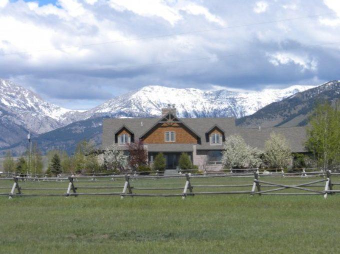 Montana – Luxury Property – Views of Bridger Mountains