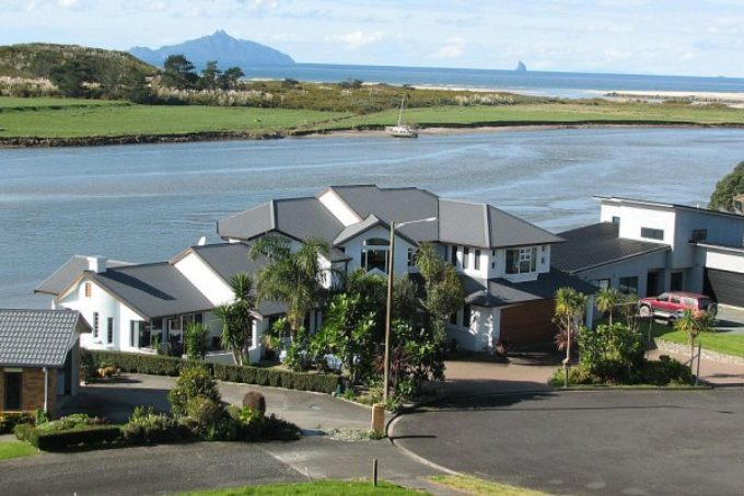 New Zealand – Home with Gorgeous Estuary Views