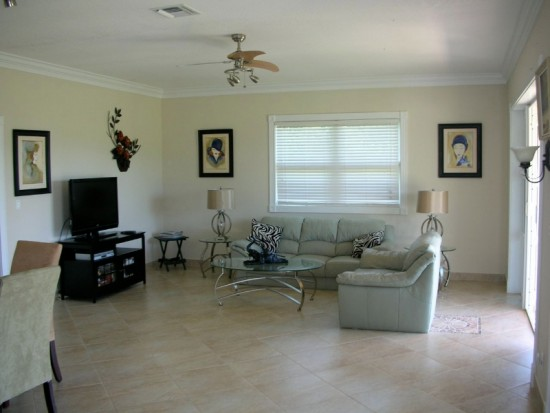 Hideaway Beach - Plumbago - living room